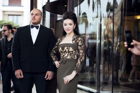 Vay hang hieu cua Ly Nha Ky tren tham do Cannes co gi dac biet? - Anh 9