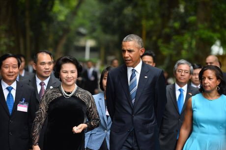 Tuong thuat ngay lam viec dau tien cua Obama tai Ha Noi - Anh 13
