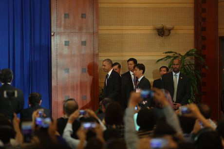 Tuong thuat ngay lam viec dau tien cua Obama tai Ha Noi - Anh 5