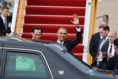 Nhung hinh anh dau tien cua Tong thong My Barack Obama tai TP.HCM - Anh 2