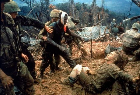 Loat anh mau gay soc ve chien tranh Viet Nam cua Larry Burrows - Anh 6
