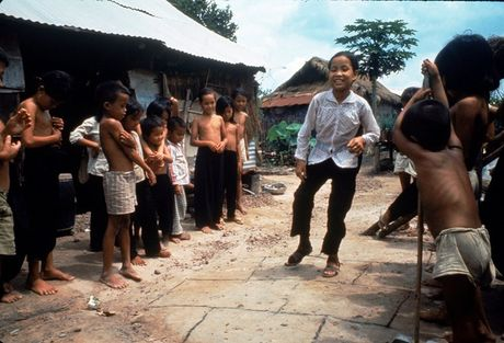 Loat anh mau gay soc ve chien tranh Viet Nam cua Larry Burrows - Anh 9