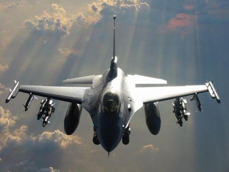Viet Nam khong nen mua chien dau co F-16, vi sao? - Anh 15