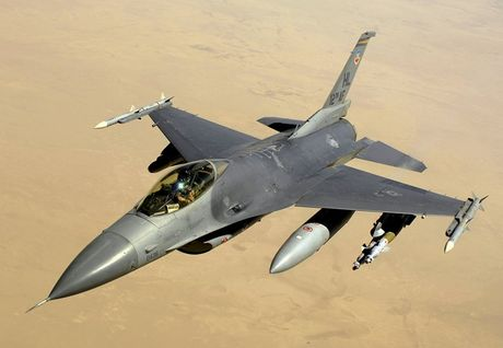 Viet Nam khong nen mua chien dau co F-16, vi sao? - Anh 1