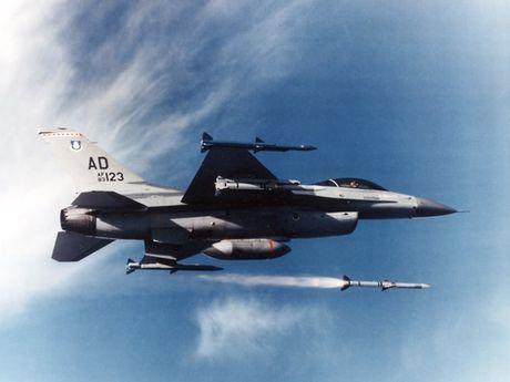 Viet Nam khong nen mua chien dau co F-16, vi sao? - Anh 5