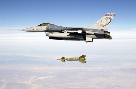 Viet Nam khong nen mua chien dau co F-16, vi sao? - Anh 6