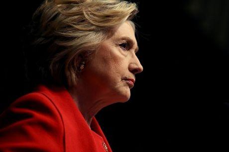 Ba Hillary Clinton noi gi sau 3 gio bi FBI tham van? - Anh 1