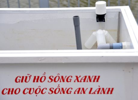 Sai Gon noi hung: Tre gia keo nhau dap xe loc nuoc 'cong' - Anh 10