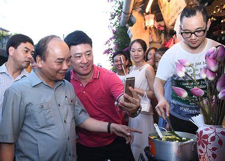 Chuyen di bo cua Thu tuong o Hoi An - Anh 1