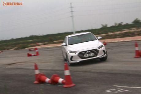 """Hyundai Elantra 2016 """"uong"""" 4,6l xang/100 km? - Anh 12"""