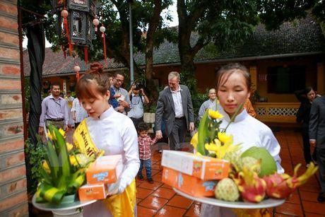 Dai su My dan hai con den chua Kim Lien lam le Vu Lan - Anh 3