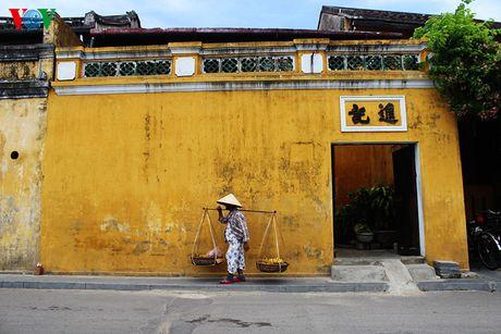 Những bức tường vàng uôm nhuốm màu thời gian.