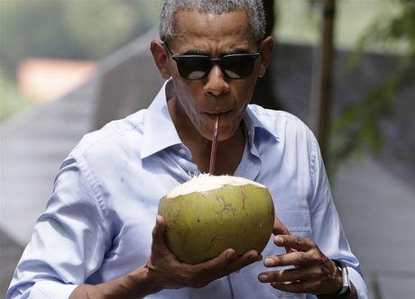 Ong Obama uong nuoc dua, tham chua chien o Lao - Anh 2