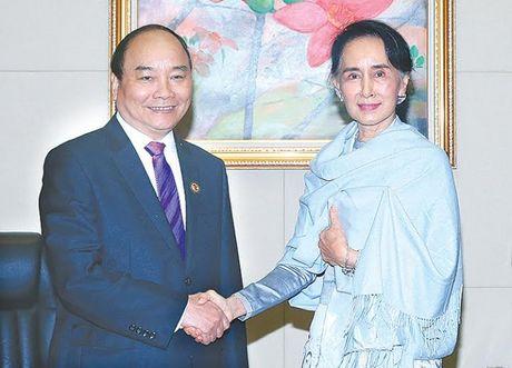Thủ tướng Nguyễn Xuân Phúc hội kiến bà Aung San Suu Kyi