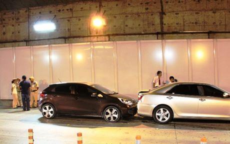 Ba ôtô tông liên hoàn trong hầm vượt sông Sài Gòn