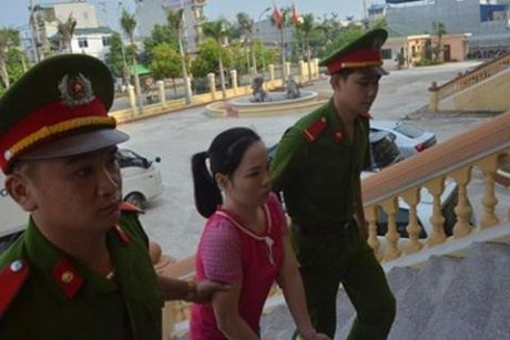 Ghen tuong, vo pha thuoc doc vao nuoc duong cho chong uong - Anh 1
