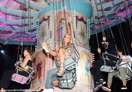 Ai nu ty phu Paris Hilton lo dang tho khi lam nguoi mau - Anh 8