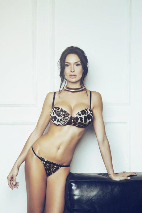 Nicole Minetti: 'Bo nhi' nong bong cua cuu thu tuong Y - Anh 2