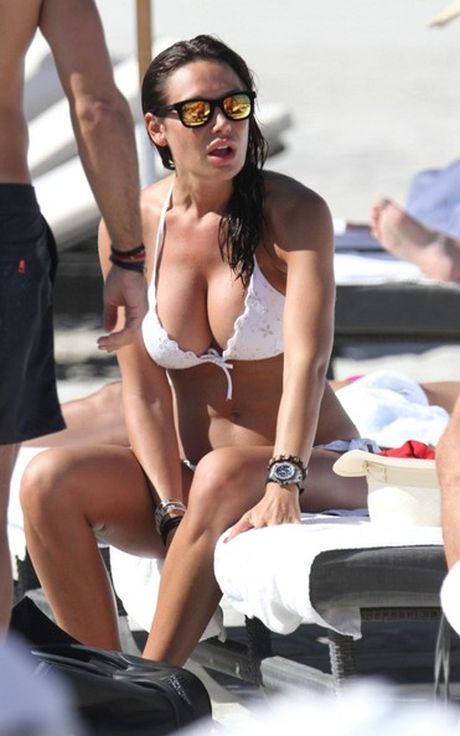 Nicole Minetti: 'Bo nhi' nong bong cua cuu thu tuong Y - Anh 7
