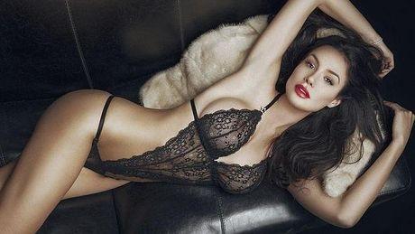 Nicole Minetti: 'Bo nhi' nong bong cua cuu thu tuong Y - Anh 8