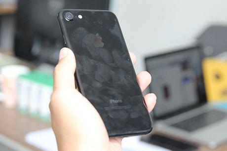 iPhone 7 xau xi bat ngo trong Apple Store - Anh 3