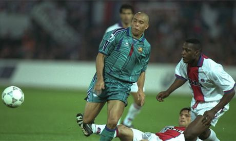 Pho chu tich Barca dong gia boi ban de chieu mo 'Nguoi ngoai hanh tinh' Ronaldo - Anh 3