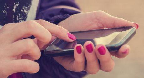 """""""iPhone"""" Nga gia chi 130USD - Anh 1"""