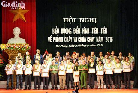Hai Phong: Vinh danh 79 don vi dien hinh tien tien lam tot cong tac PCCC. - Anh 1