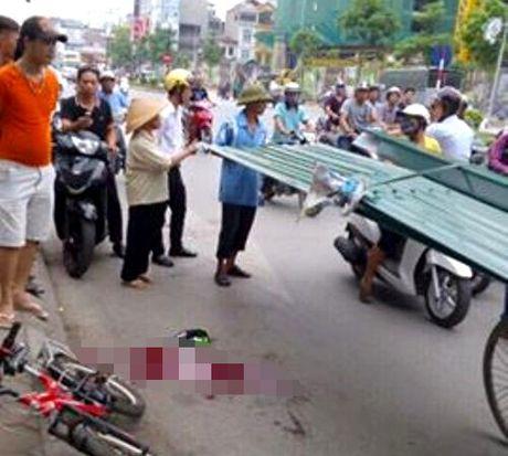 Thuong tam: Be trai 10 tuoi bi ton cua vao co tu vong khi dang di xe dap - Anh 1