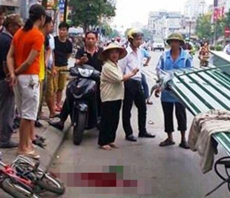 Thuong tam: Be trai 10 tuoi bi ton cua vao co tu vong khi dang di xe dap - Anh 2