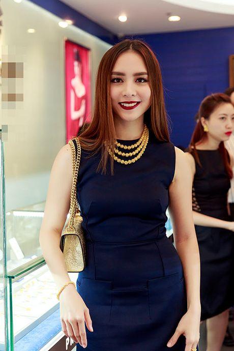 Duong Truong Thien Ly, Pham Huong than thiet nhu chi em - Anh 1