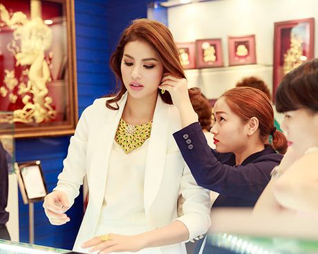 Duong Truong Thien Ly, Pham Huong than thiet nhu chi em - Anh 7