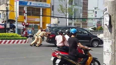 Hanh dong tuyet voi cua nhung nguoi linh cuu hoa giua pho Ha Noi - Anh 5