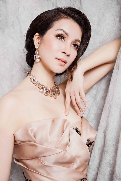 Ngo ngang voi duong cong nhu thieu nu cua nguoi dep U50 Thanh Mai - Anh 7