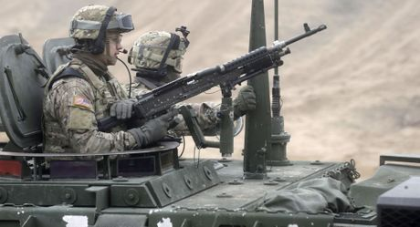 Ha vien My tan thanh viec cap vu khi sat thuong cho Ukraine - Anh 1