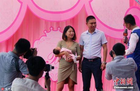 Thue dan may bay khong nguoi lai mung day thang con - Anh 3