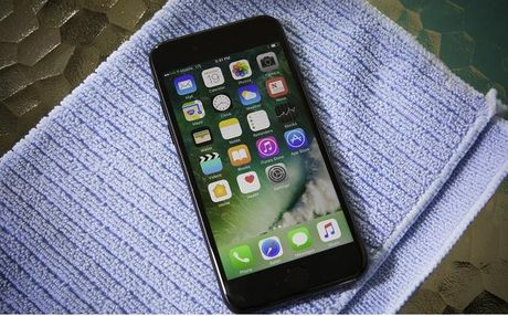 Nhung dieu can lam khi iPhone 7 bi uot - Anh 4