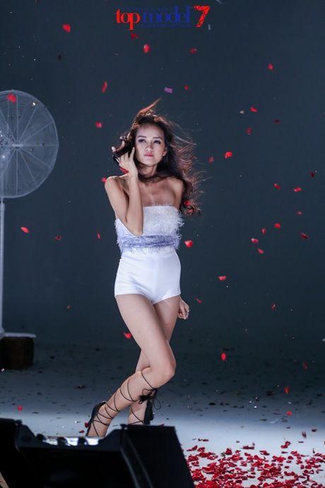 Chan dai Next Top Model but pha cung thu thach voi toc - Anh 12