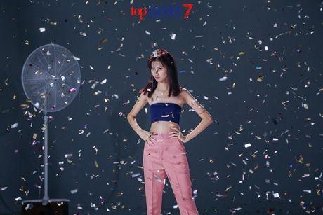 Chan dai Next Top Model but pha cung thu thach voi toc - Anh 18