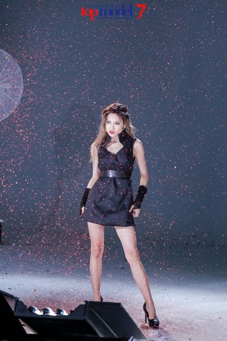 Chan dai Next Top Model but pha cung thu thach voi toc - Anh 8