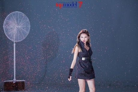 Chan dai Next Top Model but pha cung thu thach voi toc - Anh 9