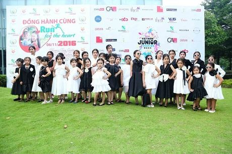 Vu Cat Tuong dua dan hoc tro The Voice Kids den ung ho Do Manh Cuong - Anh 1