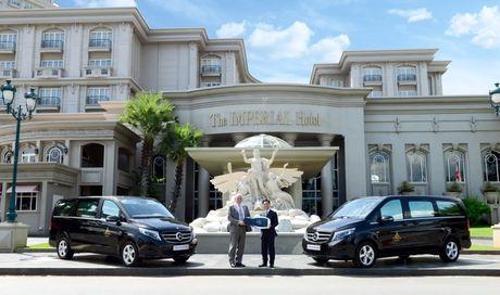 Mercedes-Benz Viet Nam ban giao V 220 d cho khach san IMPERIAL Vung Tau - Anh 1