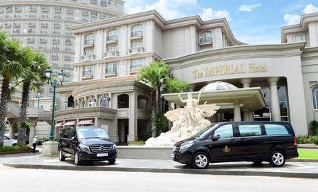 Mercedes-Benz Viet Nam ban giao V 220 d cho khach san IMPERIAL Vung Tau - Anh 2