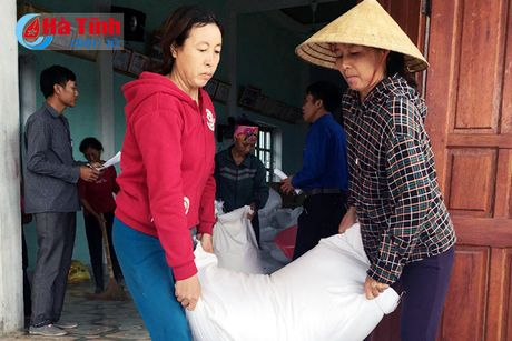 Ky Anh cap phat hon 329 tan gao cho nguoi dan 4 xa - Anh 2