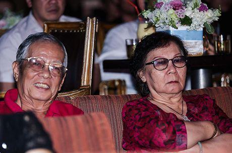 Thu Minh khoc xin loi bo me ve scandal no nan cua chong - Anh 1