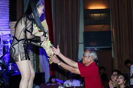 Thu Minh khoc xin loi bo me ve scandal no nan cua chong - Anh 4