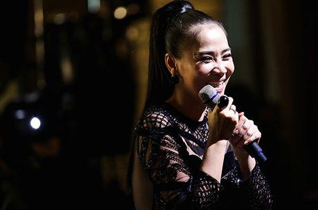 Thu Minh khoc xin loi bo me ve scandal no nan cua chong - Anh 6
