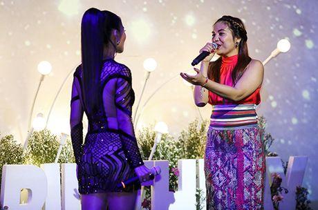 Thu Minh khoc xin loi bo me ve scandal no nan cua chong - Anh 7