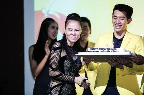 Thu Minh khoc xin loi bo me ve scandal no nan cua chong - Anh 8